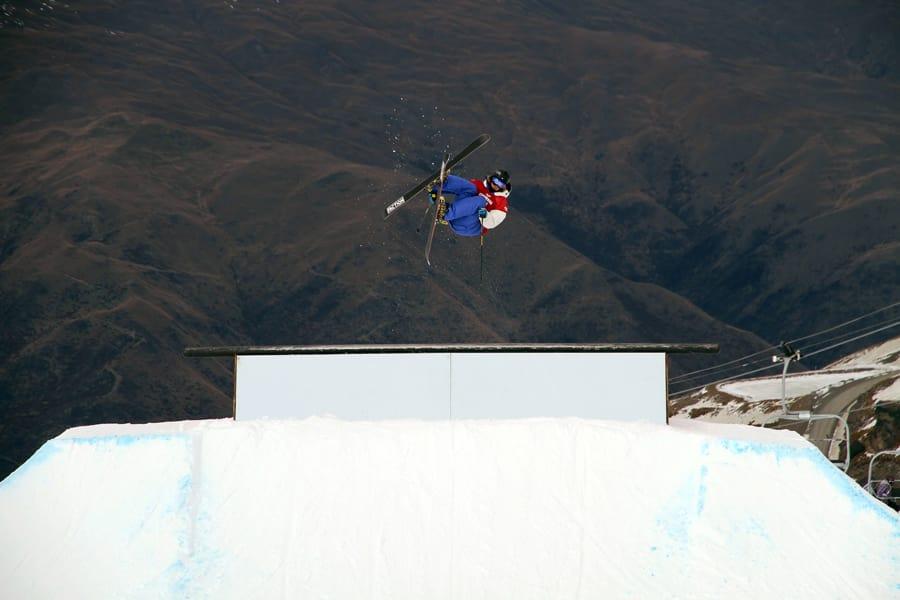 NY MANN PÅ LAGET: PC Fosse er på plass på New Zealand, og overtar en skadet Felix Usteruds plass i helgas verdenscupslopestyle. Her er han i aksjon på rooftop-boksen. Foto: Christopher Frankum