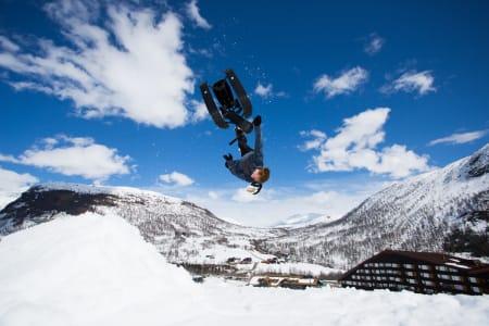 Felix Usterud klarte ikke å nå backflipdrømmen lørdag, men han lover å trene til snowracerflippen sitter