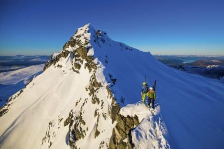 Langs skumle egger med ski