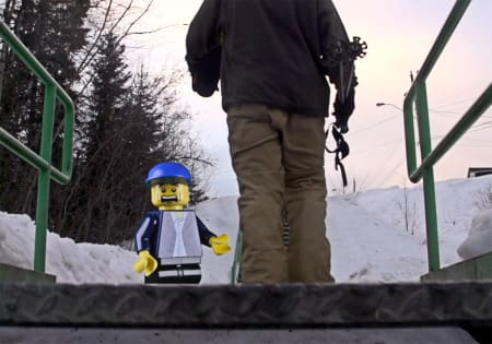 IKKE GREIT: Lego-konsernet likte ikke at Salomon Freeski TV brukte Lego-figurer i den ferskeste episoden av webserien, og Lego krevde at episoden ble slettet umiddelbart. Dette bildet er fra filmen.