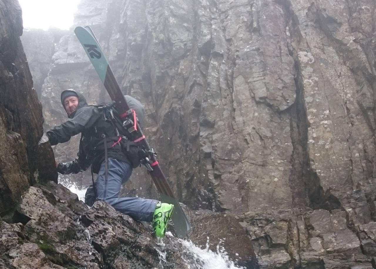 LEDER AN: Sondre Loftsgarden på Haukelifjell for noen dager siden. Legg merke til alpinbinding. Foto: Magnus Tjønn