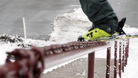 RØFT: En rail blir ekstra fet når det er kjetting oppå den.