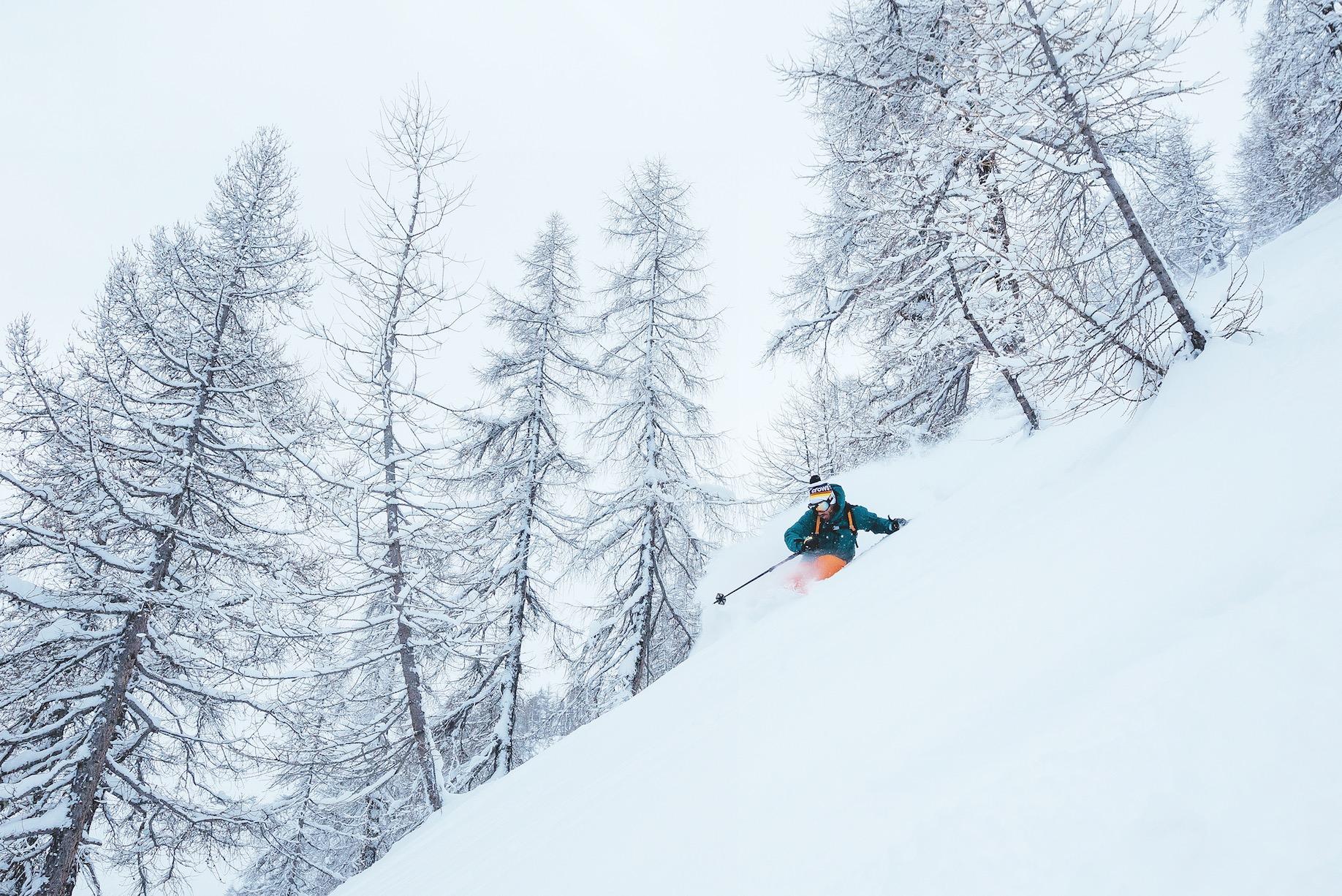 TVERRFAGLIG KOMPETANSE: Julien Regnier er sjef for Linecatcher og for skidesign i Black Crows. Her kombinerer han rollene ved å teste både ski og konkurranseforhold. Alle foto: Elina Sirpanta
