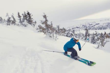 LILLEHAMRING: Linn Cecilie Mæhlum viser gode ski- og galleristferdigheter i reklamefilmen fra Visit Lillehammer.