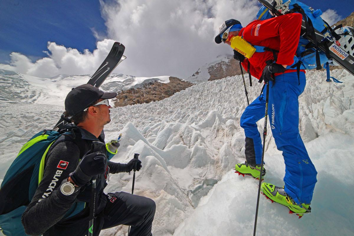 MÅTTE SNU: Da dette bildet ble tatt under akklimatiseringa var været fint, men da gutta skulle prøve å nå toppen av Shisha Pangma ble de stoppet av store mengder snø. Foto: Dynafit