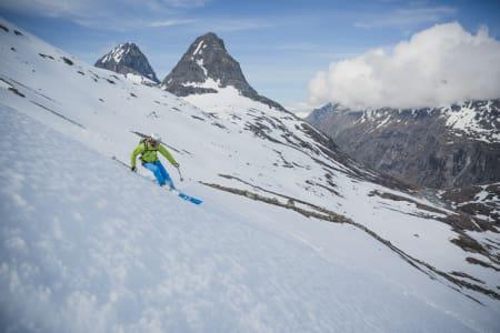 FINE SKIFORHOLD: Fjellene ved Trollstigen har fine skiforhold. Foto: Valldal Naturopplevingar / Erlend Hjelme