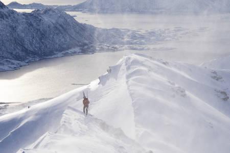 Hallvard Schjølberg utklasset konkurrentene på lørdagens lange løype i Lofoten Skimo 2019. Foto: Kristin Folsland Olsen