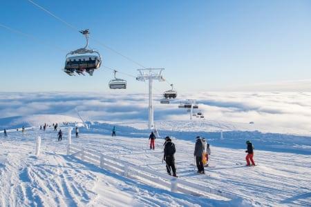 FOLKSOMT: Det er mye folk i norske alpinanlegg denne sesongen – som her i Trysil. Foto: Ola Matsson