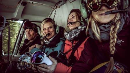 MSP-sjef Scott Gaffney i helikopter med Angel Colinson, Elyse Saugstad og Michelle Parker