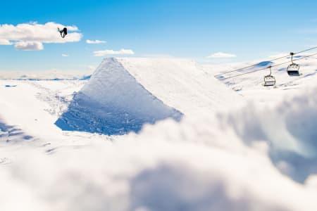 ÅPNER IGJEN: Skianlegget i Myrkdalen hadde stengt for sesongen, men med rekordmye snø og en fet park på plass velger de å åpne igjen denne helgen. Og: Har du sesongkort –fra hvilket som helst skisenter- så kjører du gratis. Foto: Sverre Hjørnevik