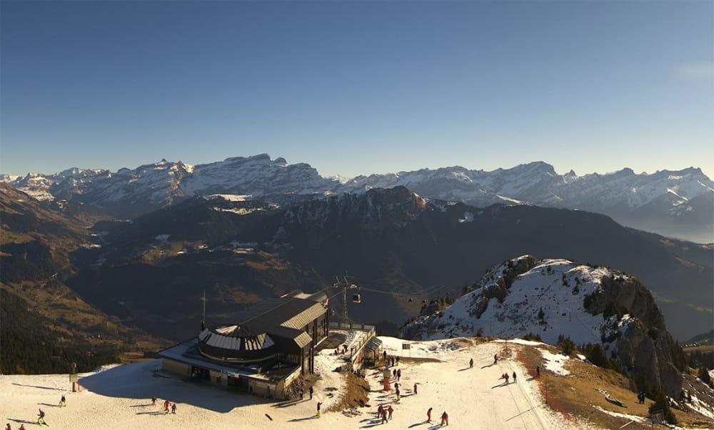 FATTIG: Slik ser det ut i sveitsiske Leysin akkurat nå. Foto: Skjermdump / Webkamera