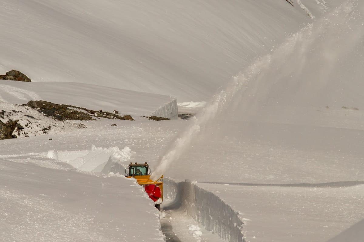 KLART: Se! Her brøytes veien til Fonna. Foto: Jan Petter Svendal