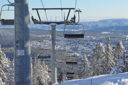 SELGES: Kongsberg Skisenter selges. Bilde fra onsdag formiddag. Foto: Kongsberg Skisenter