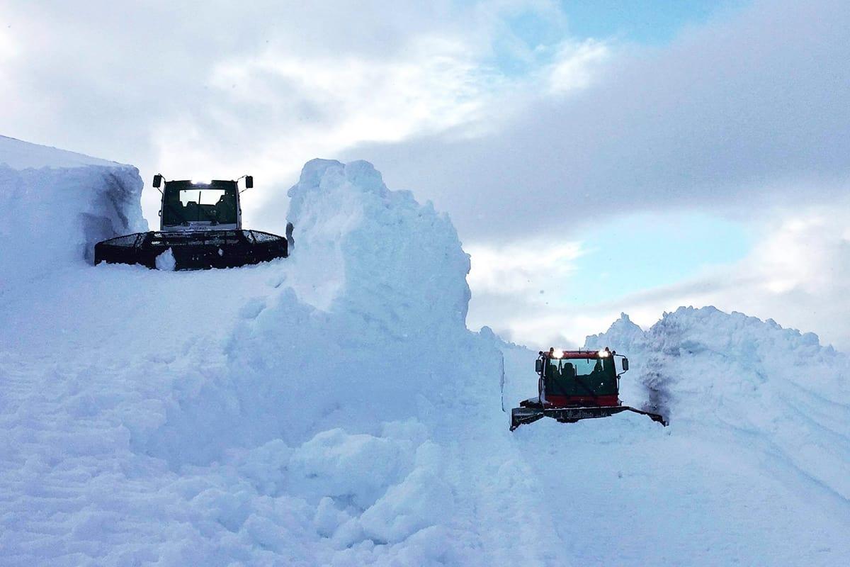 MYE SNØ: Det har snødd godt på Folgefonna. Nå er de klare for åpning. Foto: Visitfonna