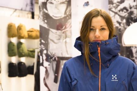 11 JAKKENYHETER: Hvordan ser de ut, skijakkene som kommer til høsten? Anne May Slinning viser nesteårs Haglöfs under ISPO-messa i München forrige uke. Foto: Hans Petter Hval