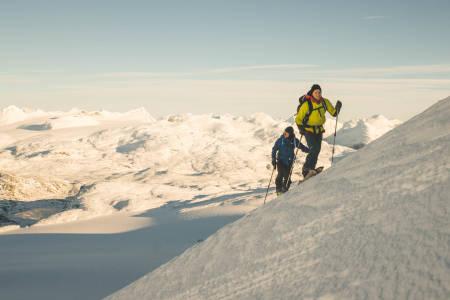 2. NOVEMBER: Vetle Eriksen Dirdal og Håvard Skaar Skogesal var mildt sagt fornøyde med årets sesongstart. Bilde: Anki Grøthe