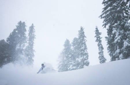 ENDELØS VINTER: Klarer Nikolai Schirmer å få enda bedre skikjøring enn vinteren før med bare en brøkdel av klimautslippene? Det finner du ut i hans nye webserie.