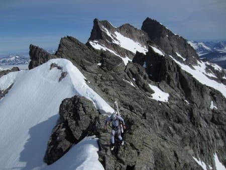 VENGETIND BAK: På vei mot Kvanndalstind etter turens andre fjelltopp; Store Vengetind.