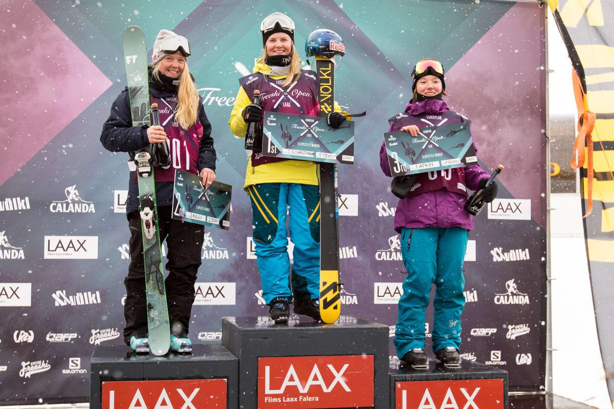 COMEBACK-JENTA: Tiril Sjåstad Christiansen bekrefta nok en gang at hun er verdens beste. Lørdag vant hun European Open i Laax, og landskvinne Johanne Killi (til venstre) ble nummer to. Foto: NOR Freeski