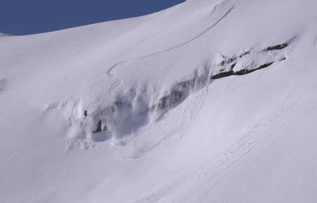 BERGTATT FRIKJØRER: Marit Rolvsjord er en av tre jenter som figurerer i den nye skifilmen Bergtatt. Foto: Bård Basberg