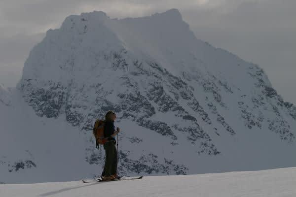 SPARKER FRA SEG: Renna ned Smørskredtind (1630 moh) på Sunnmøre omtales av flere som voksen. Renna er ikke med i konkurransen siden vi ikke har mottatt noe bidrag med den, men viser den frem likevel. Foto: Simen Berg.