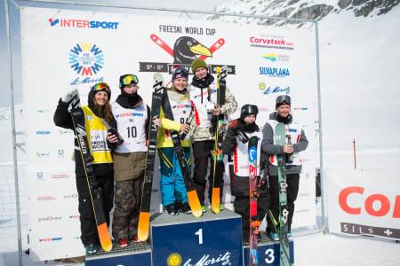 Dagens vinnere i Silvaplana. Fra venstre: Emma Dahlström, Andri Ragettli, Tiril Sjåstad Christiansen, Felix Usterud, Luca Schüler og Johanne Killi.