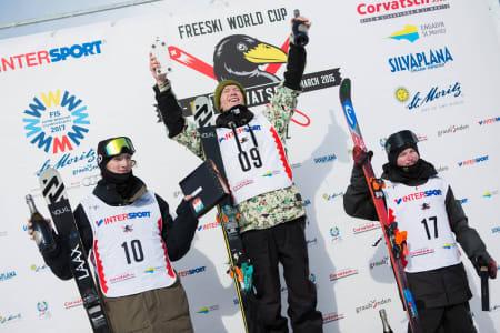 Felix Usterud er verdens beste slopestylekjører! Andri Ragettli (til venstre) er nest best, og Luca Schüler nummer tre.