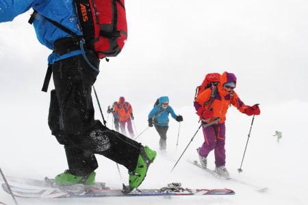HALVERER TINDEVEGLEDERKVALIFISERINGEN: Fra høsten 2019 kan du ta kun skidelen av Nortinds tindeveglederkvalifisering – det er omtrent halvparten – og bli skifører. Arkivfoto: Tore Meirik
