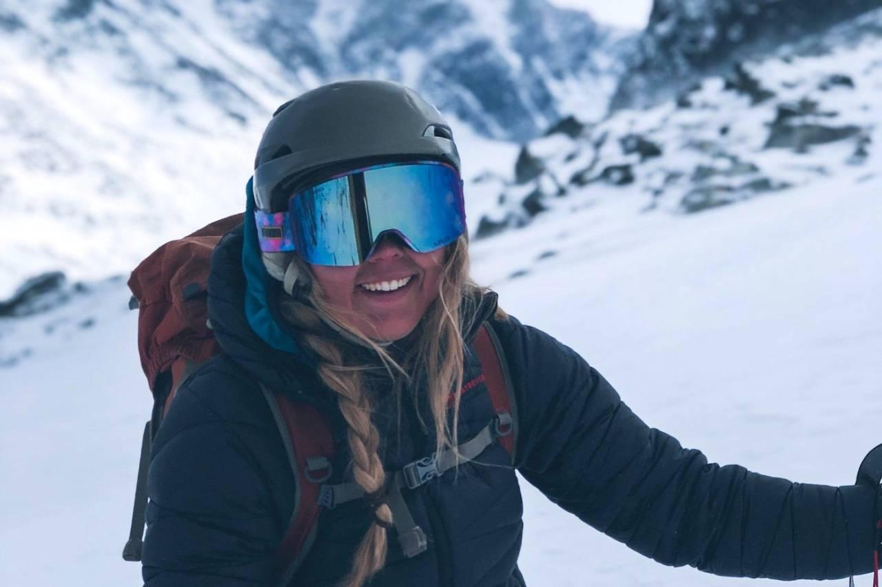 Festivalsjef Lisa Kvålshaugen Bjærum gleder seg til å ta imot 500 fjellfolk til årets utgave av High Camp Turtagrø, og med ukas nysnø ligger alt til rette for kremforhold i fjellet. Foto: Thea Øvregard Røhme
