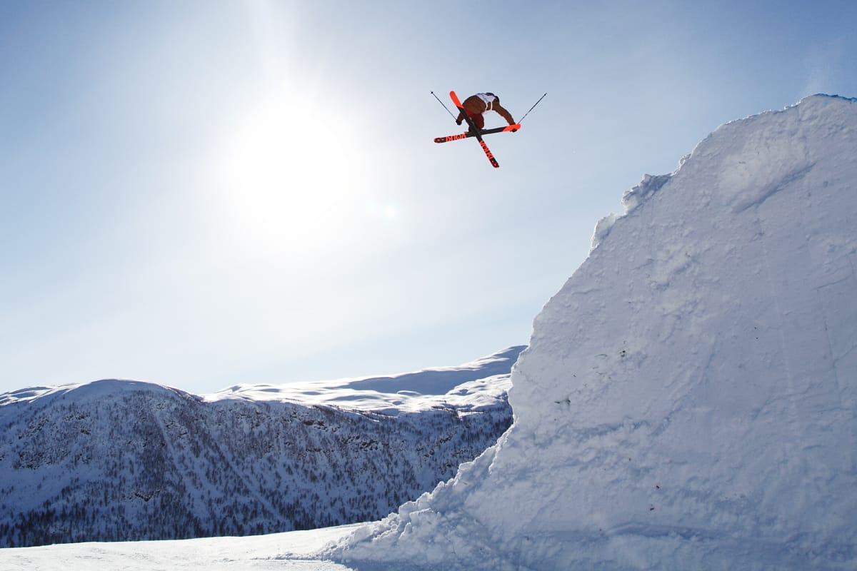 STERKE FREESTYLETRADISJONER: Kulekjøring har stått sterkt i Voss i mange år, og de siste årene har Myrkdalen arrangert flere, store mesterskap i big air og slopestyle. Her fra VM i 2013. Nå snakkes det om OL på Vestlandet. Foto: Tore Meirik
