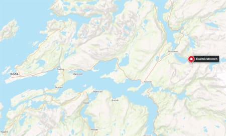ULYKKESSTEDET: To personer i hver sin anleggsmaskin er tatt i snøskred ved Durmålstinden i Nordland tirsdag. En er savnet og en er bekreftet omkommet.