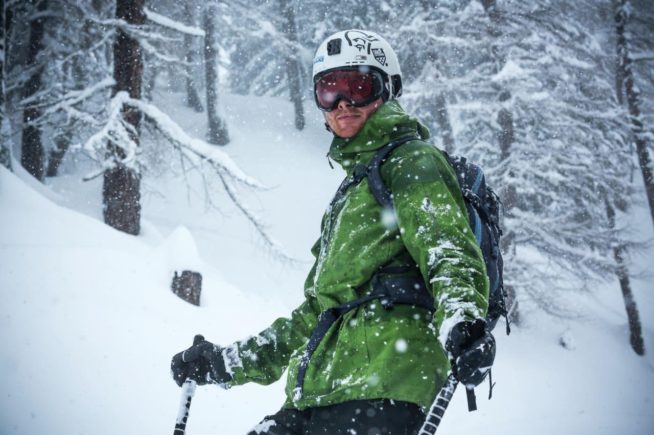 IKKE HJEMME: Nikolai Schirmer er nesten aldri hjemme. Selv om han snart er jurist, er sjansen for å treffe han i skogen i Chamonix større enn sjansen for å treffe han i en lesesal i Tromsø. Bilde: Jeremy Bernard