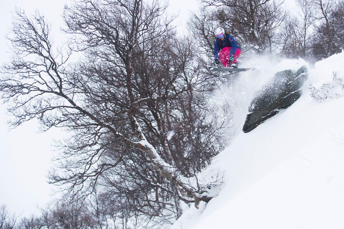 ENDELIG: Stockholmare og frikjøringsverdensmester Janette Hargin har bodd i Oppdal i tre år, men denne uka fikk hun sin første, ordentlige pudderdag i sin nygamle hjembygd. Foto: Tore Meirik