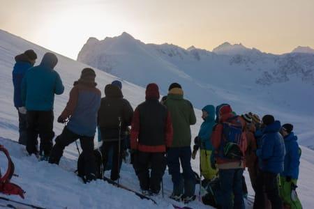 Gjengen samlet rundt gropa til Markus Landrø – Foto: Ptor Spricenieks
