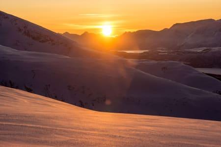 Midt på dagen i slutten av januar i Lyngen – Foto: Ptor Spricenieks