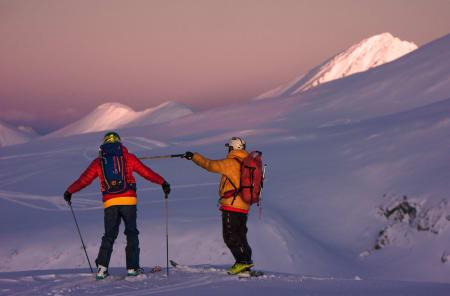 Lars Brenna og Stig Pettersen diskuterer inngangen på linja si – Foto: Ptor Spricenieks