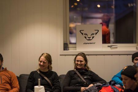 Ellinor Pedersen og Maria Myklestad koser seg på workshop – Foto: Ptor Spricenieks