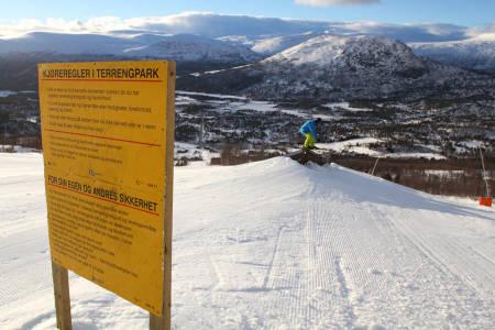 PRIORITERT: På Bjorli har de mange alpinister som trener storslalåm, men de har jaggu prioritert parkkjørerne også!