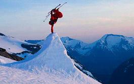 24/7: Even Sigstad på toppen av Strynefjellet ved midnatt. Foto: Chris Holter