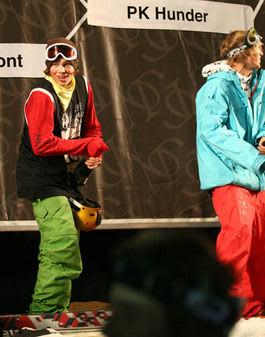 SEIERHERRE: PK Hunder fikk sprute Champagne på Jakob Wester (til høyre).