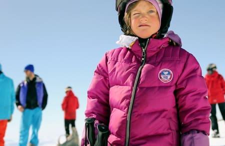 TIDLIG KRØKES: Det er ikke hver dag Fri Flyt møter 6 år gamle jenter på jakt etter puddersnø!