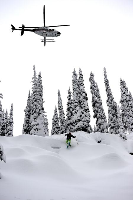 HELIKOPTER OG PILLOWS: ...de to viktigste ingrediensene for strålende skiopplevelser i Canada. Foto: Endre Løvaas