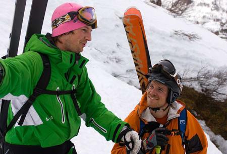 Skjalg Gjengedal og Didrik Falck-Pedersen diskuterer fjellsidens muligheter.