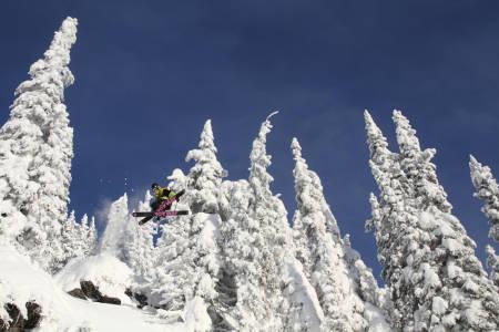 Sam Woodward gjør en 360 tail i kanadisk skog