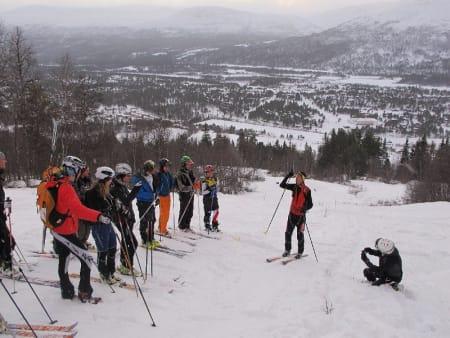Verdensmester Alexandre Pellicier gir instruksjoner på Bjorli. Foto: Bård Smestad