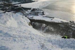 Skred sett fra toppen etter sprenging av skavl. Foto: Lensmannen i Vinje