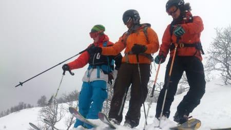 SER MULIGHETER: Fotograf Magnus Tjønn, Espen Arnesen og Sonde Loftsgarden planlegger neste stunt. Foto: Erlend Sande
