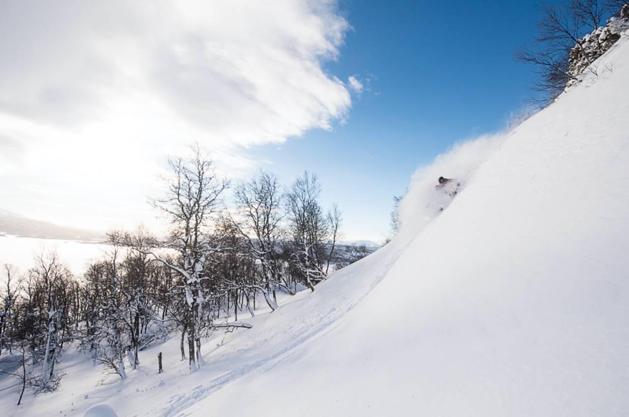 HEIA TELEMARK: Svein Olav Lien koser seg i henget du kommer til først på ski høyre. Foto: Vegard Breie