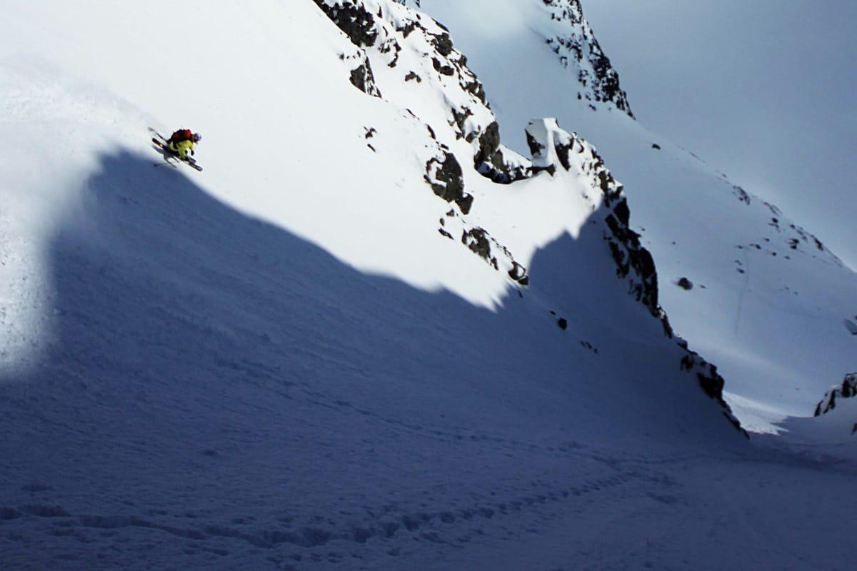 HPS FAVORITT: Hans Petter Hval setter fart ned Soleibotntindrenna i Hurrungane. Foto: Matti Bernitz