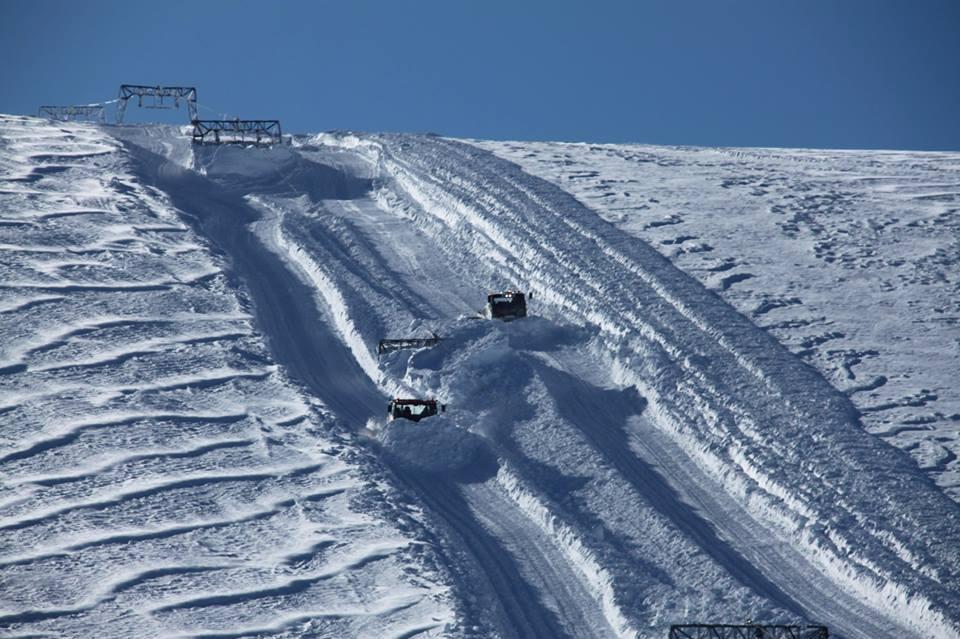 REKORD: Både åpningsdato og antall meter snø på Folgefonna er ny rekord denne sesongen. Allerede Skjærtorsdag åpner heisene. Foto: Fonna Glacier Ski Resort